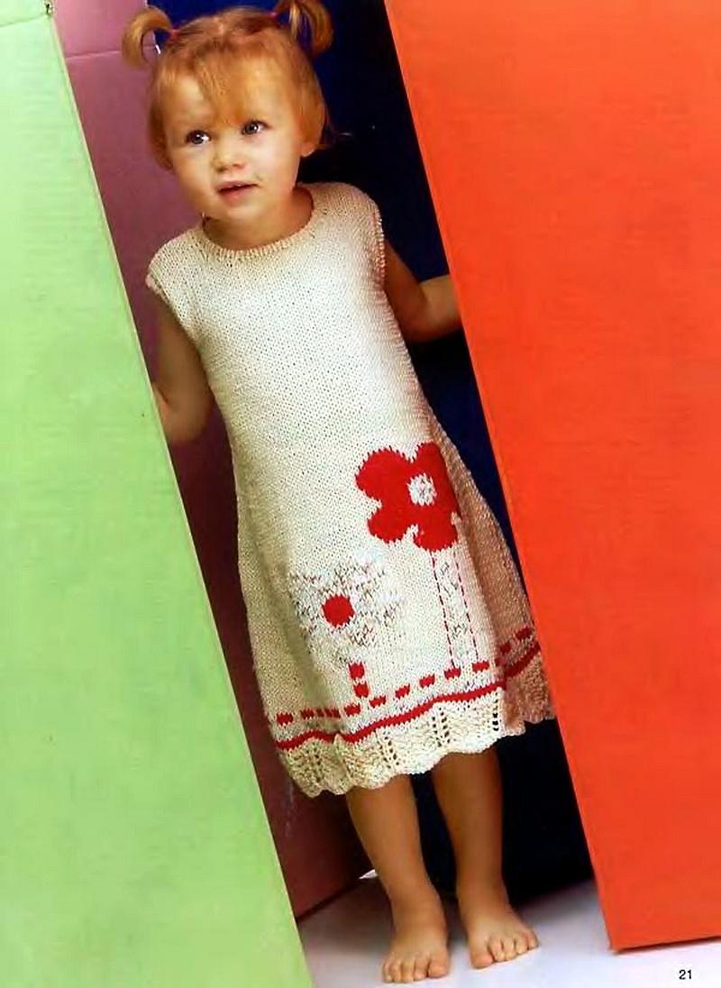 Оригинальное платье, вязаное спицами для девочек.  Подойдет для тех, кто учится вязать.