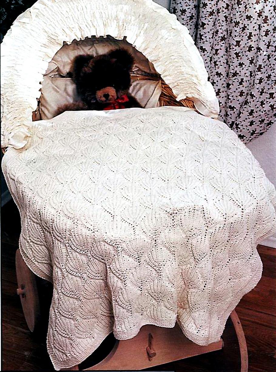 Купить вязаные пледы для новорожденных.  Вязаный плед для новорожденного удобно использовать для прогулок с малышом.
