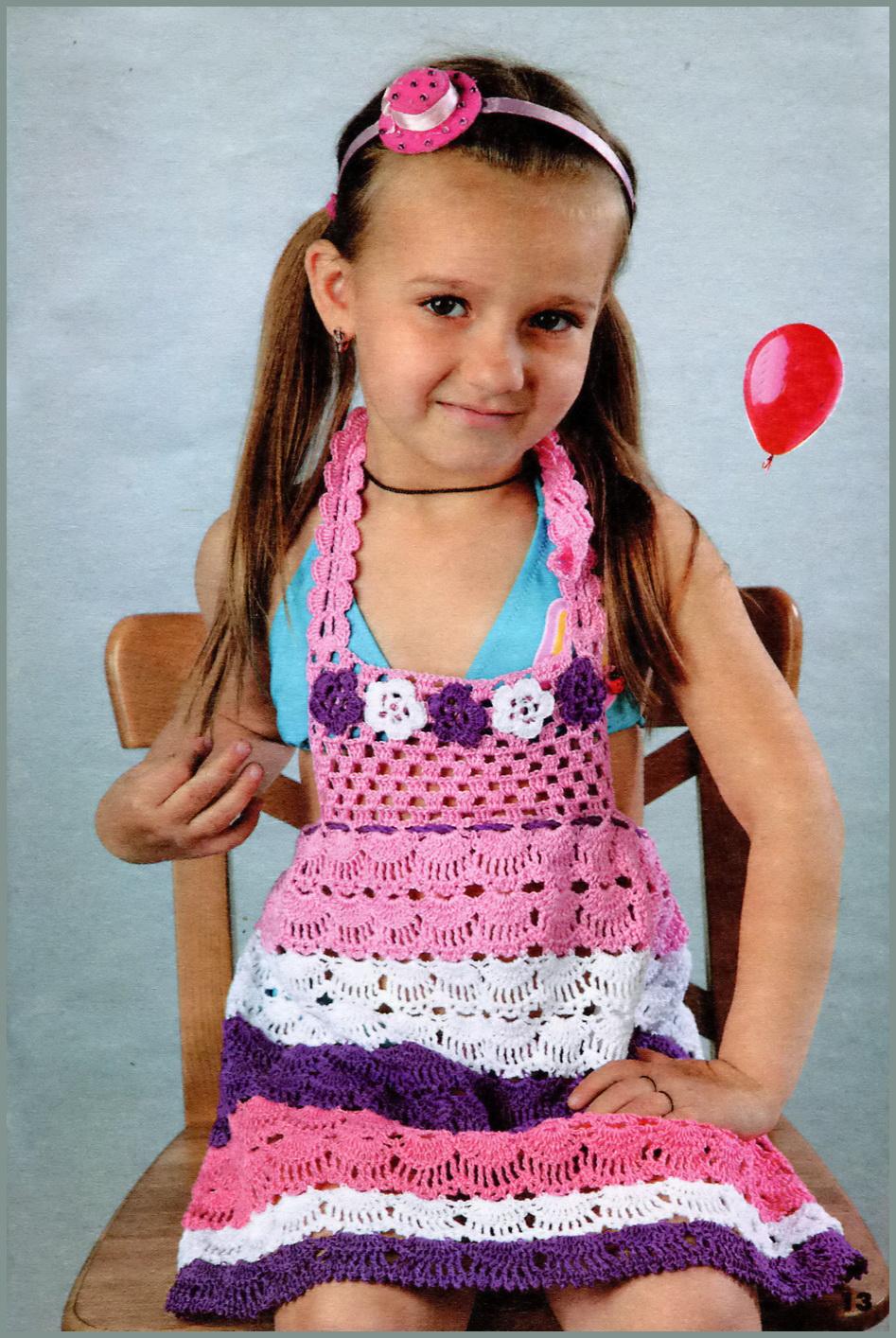 Вязание крючком: платья, туники, сарафаны.  Розовое платье для девочки крючком схемы.