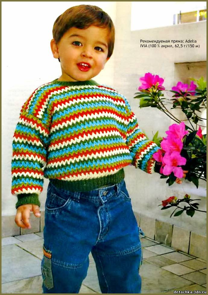 Пуловер связан крючком из