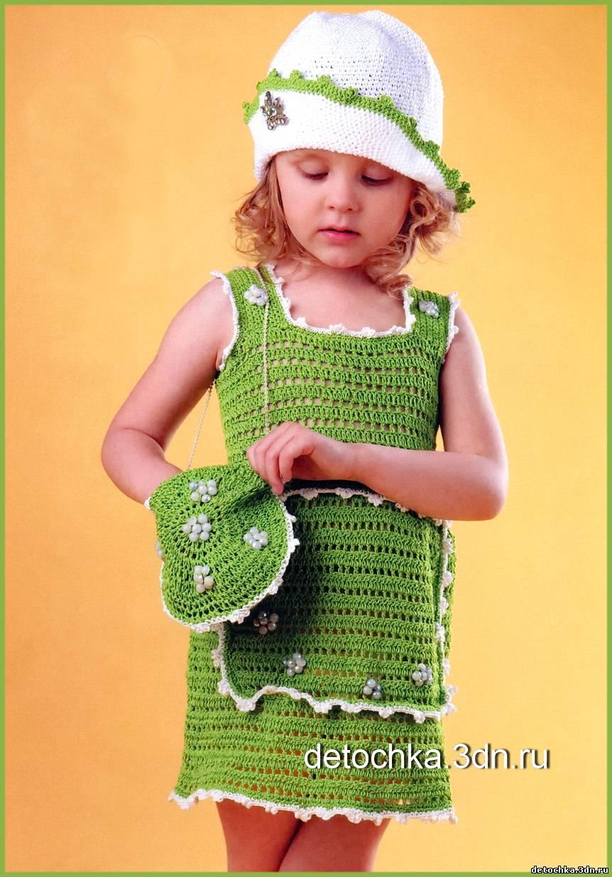 Летний сарафан для девочки вяжется крючком в виде прямоугольника, а сумочка и панамка так же связанные крючком дополняют это ансамбль. На 2-3 года