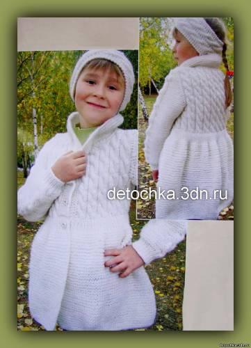 Пальто вязаное спицами для девочки